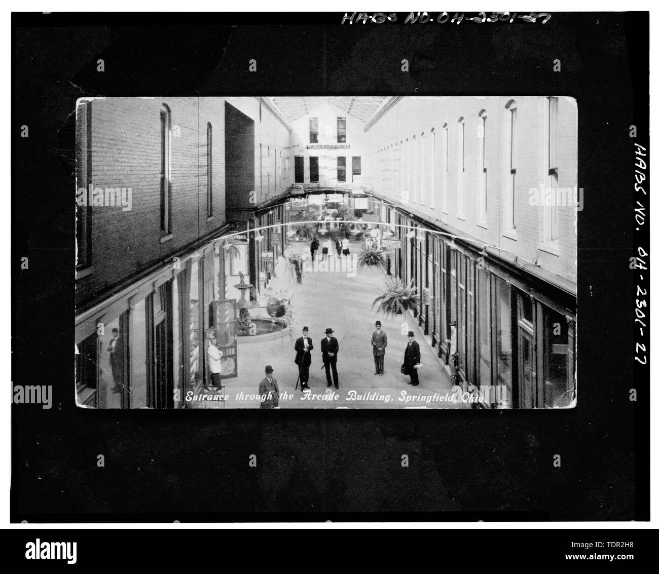 Photograph of postcard (from the Clark County Historical Society, Springfield, Ohio, postmark 3-18-1910) ENTRANCE THROUGH THE ARCADE BUILDING, VIEW NORTH OF INTERIOR - Arcade Hotel, Fountain Avenue, bounded by High and Washington Streets, Springfield, Clark County, OH - Stock Image