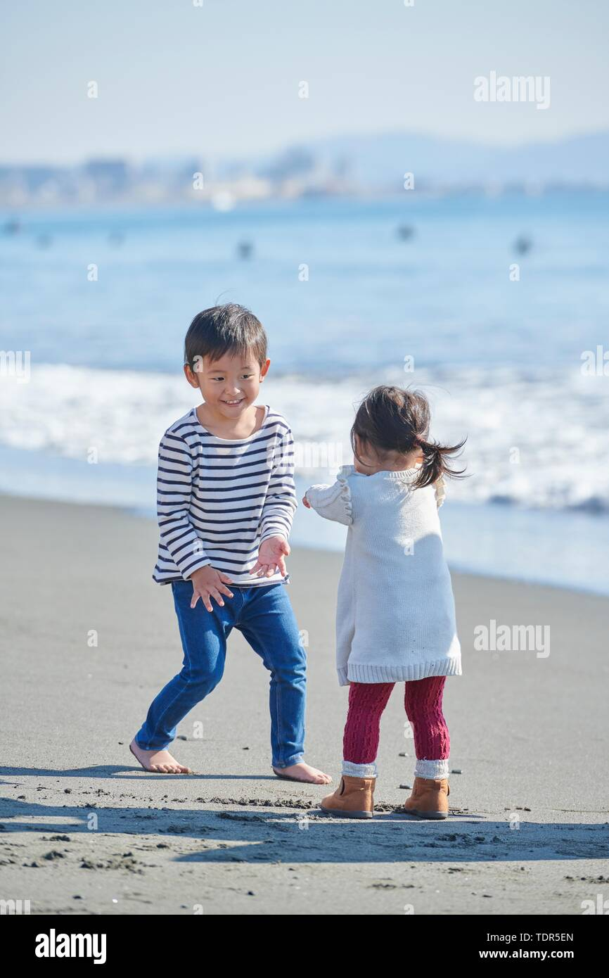 Japanese kids at the beach - Stock Image