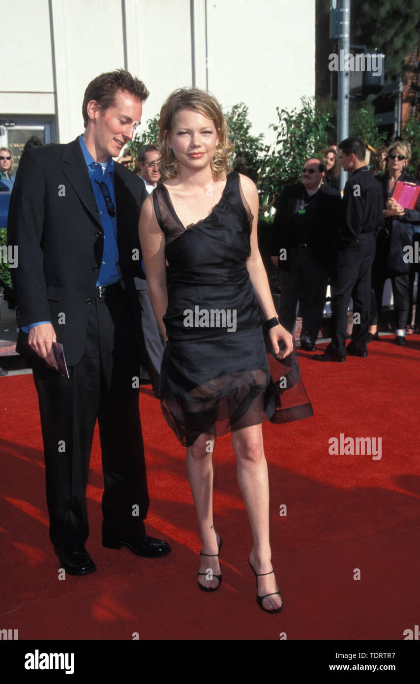 May 09, 2000 - Los Angeles, California, USA - Actress MICHELLE WILLIAMS  (born September 9, 1980) with escort at the 2000 Blockbuster Awards held at  Shrine Auditorium. (Credit Image: © Chris Delmas/ZUMA Wire Stock Photo -  Alamy