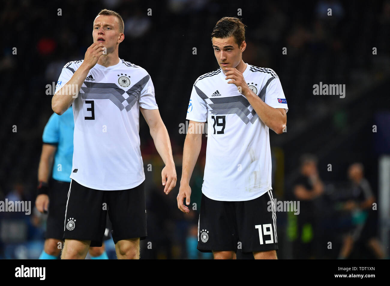 LUKAS KLOSTERMANN (GER), Florian NEUHAUS (GER). gesture, skeptical action. Germany (GER) -Daenemark (DEN) 3-1, on 17.06.2019 Stadio Friuli Udine. Football U-21, UEFA Under21 European Championship in Italy / SanMarino from 16.-30.06.2019. | Usage worldwide - Stock Image