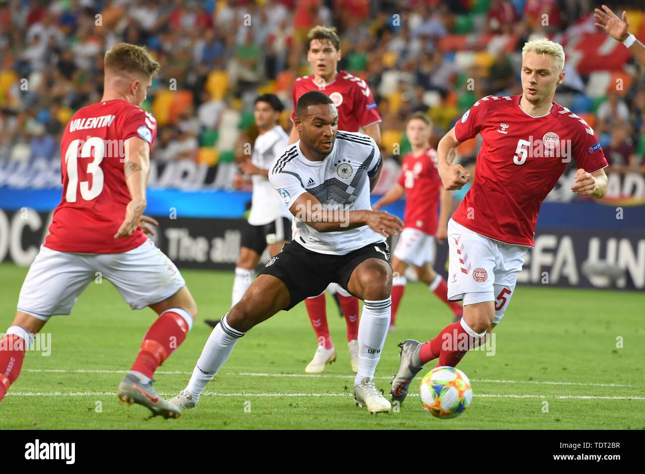 Udine, Italien. 17th June, 2019. Jonathan TAH (GER), action, duels versus Victor NELSSON (DEN, re) and Mads PEDERSEN (DEN). Germany (GER) -Daenemark (DEN) 3-1, on 17.06.2019 Stadio Friuli Udine. Football U-21, UEFA Under21 European Championship in Italy/SanMarino from 16.-30.06.2019. | Usage worldwide Credit: dpa/Alamy Live News - Stock Image