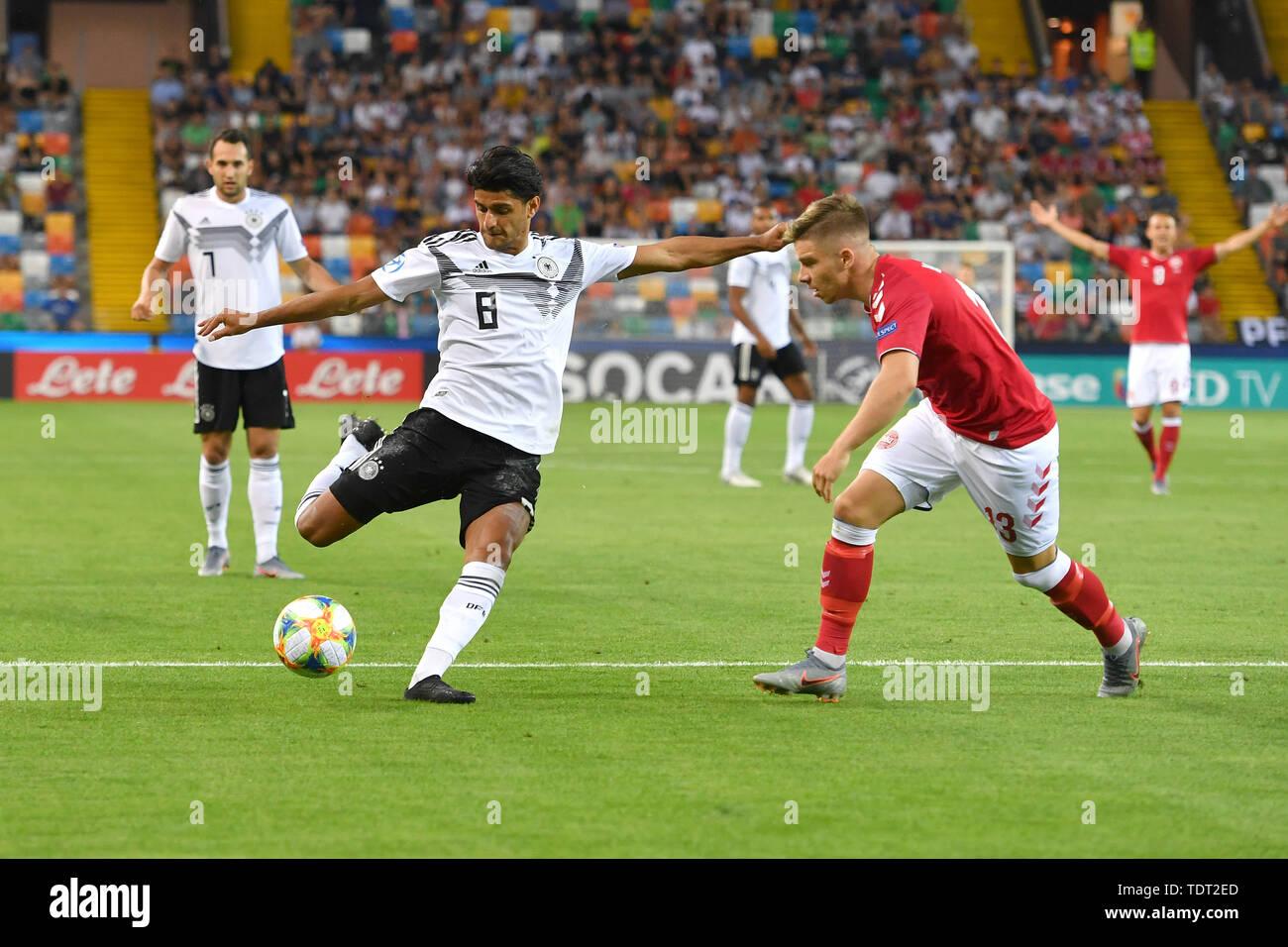 Udine, Italien. 17th June, 2019. goalchance Mahmoud DAHOUD (GER), Shot, Action, duels versus Mads PEDERSEN (DEN). Germany (GER) -Daenemark (DEN) 3-1, on 17.06.2019 Stadio Friuli Udine. Football U-21, UEFA Under21 European Championship in Italy/SanMarino from 16.-30.06.2019. | Usage worldwide Credit: dpa/Alamy Live News - Stock Image