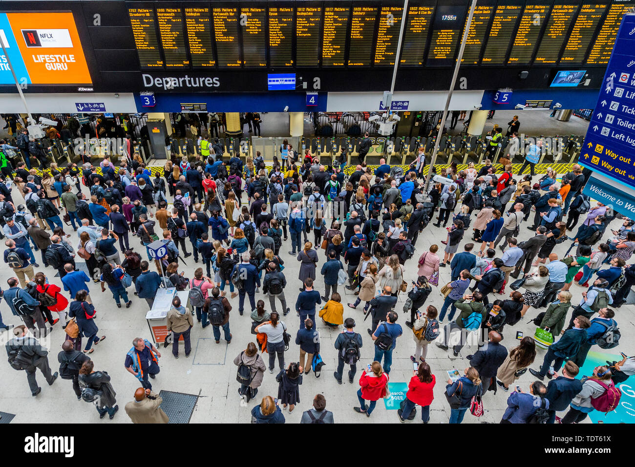 London, UK. 18th June, 2019. Crowds build up due to a reduced service because of the strike by RMT staff on SW Railway Trains, and are heaviest at the suburban commuter end of the concourse. Passengers wait for news of their trains on the concourse of Waterloo Station, London. Credit: Guy Bell/Alamy Live News - Stock Image