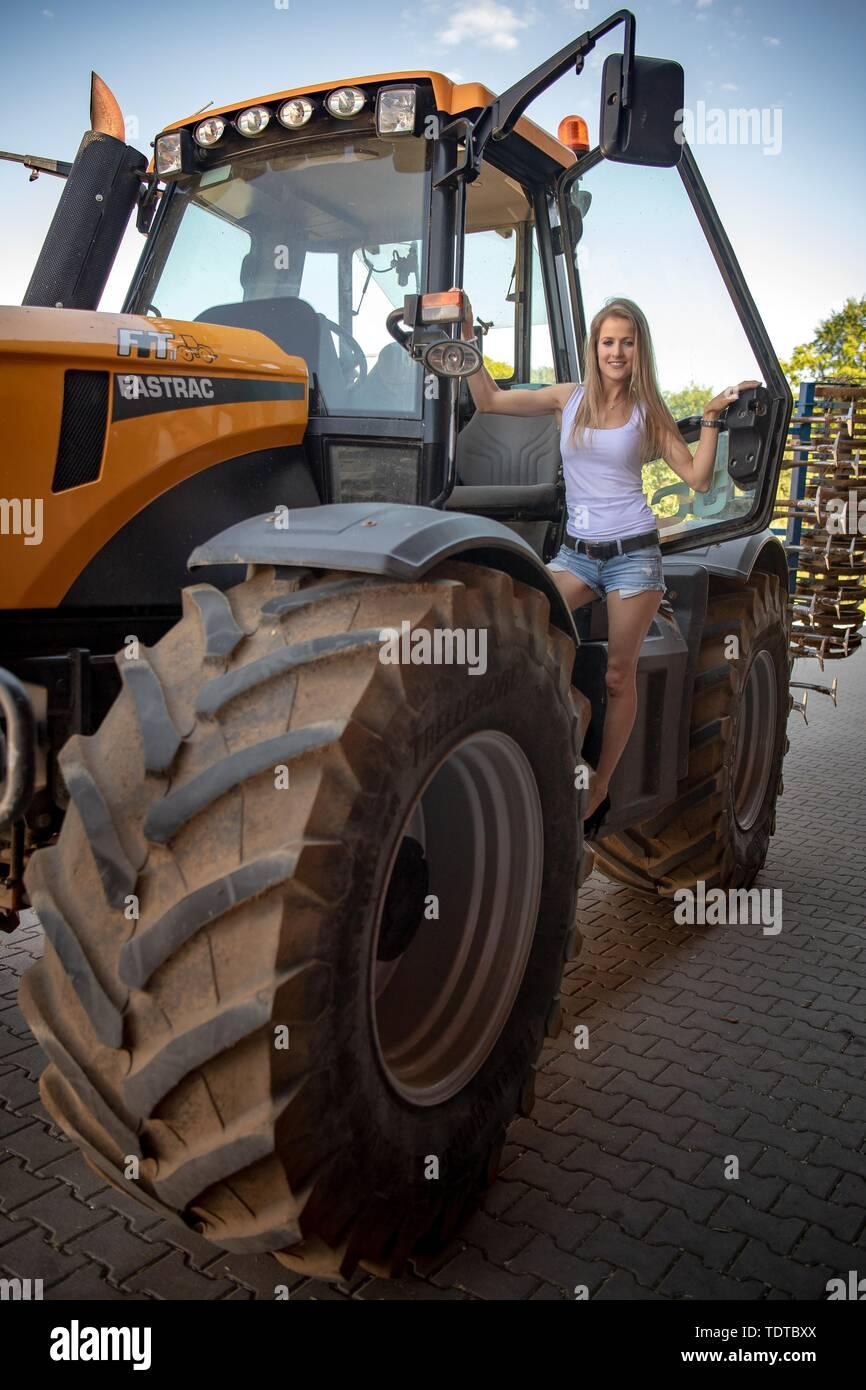 Tractor Pulling 2020 Italia Calendario.Model Home 2020 Stock Photos Model Home 2020 Stock Images