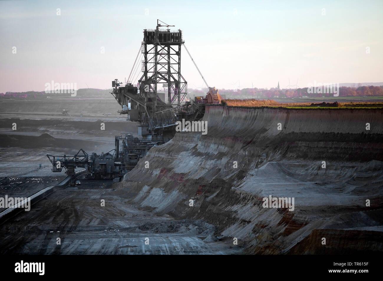 brown coal surface mining with bucket wheel excavator, Germany, North Rhine-Westphalia, Garzweiler, Juechen Stock Photo