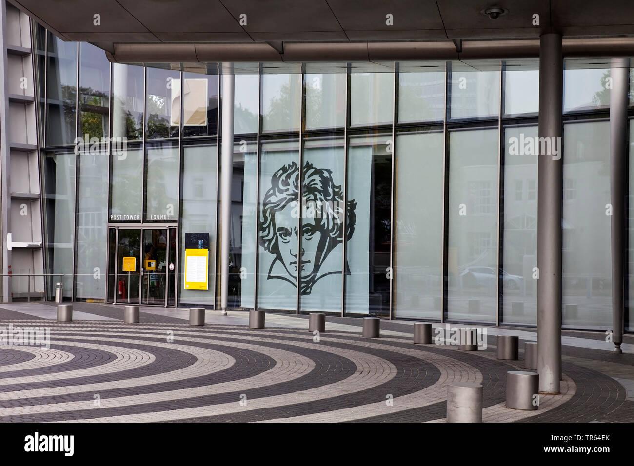 Bild von Ludwig van Beethoven an der Glasfassade am Post Tower, Deutschland, Nordrhein-Westfalen, Rheinland, Bonn   drawing of Ludwig van Beethoven at - Stock Image