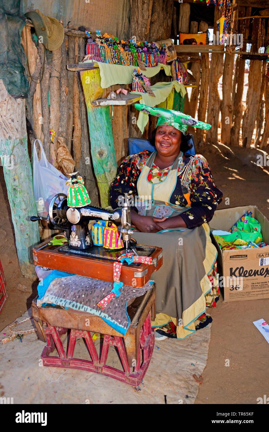 Hererofrau mit Naehmaschine, Namibia, Damaraland | Herero woman with sewing machine, Namibia, Damaraland | BLWS474294.jpg [ (c) blickwinkel/McPHOTO/F. - Stock Image