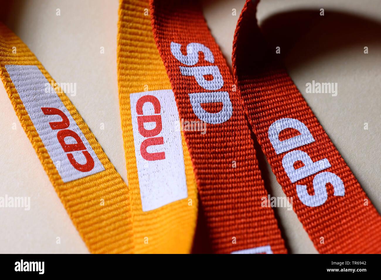Baender mit den Logos von CDU und SPD, Symbolbild Grosse Koalition, Deutschland | wristlets with logos of CDU and SPD, grand coalition, Germany | BLWS - Stock Image
