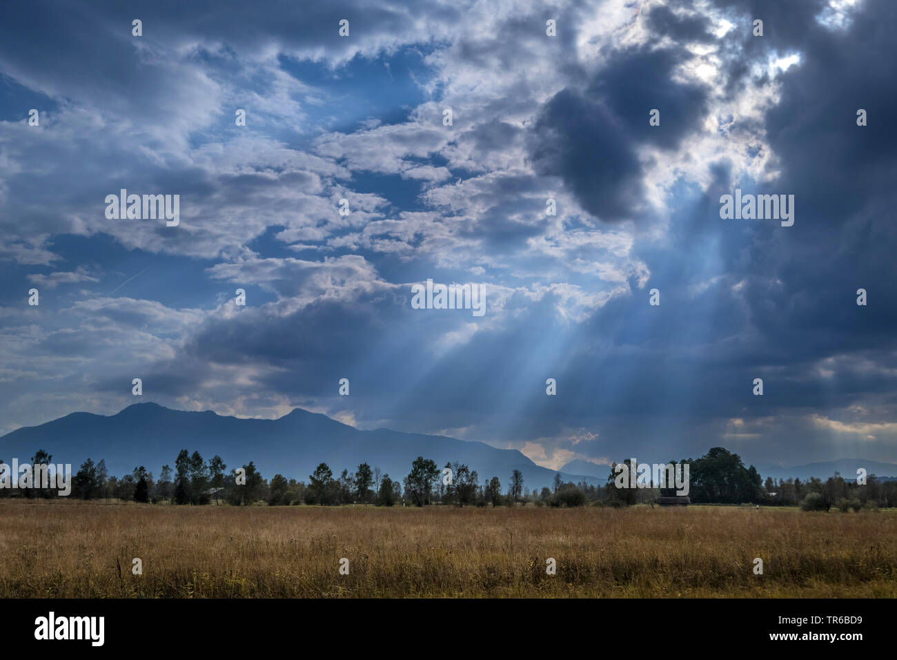 Sonnenstrahlen durchbrechen Wolken, Deutschland, Bayern, Benediktbeuern | sunbeams breaking through clouds, Germany, Bavaria, Benediktbeuern | BLWS479 - Stock Image