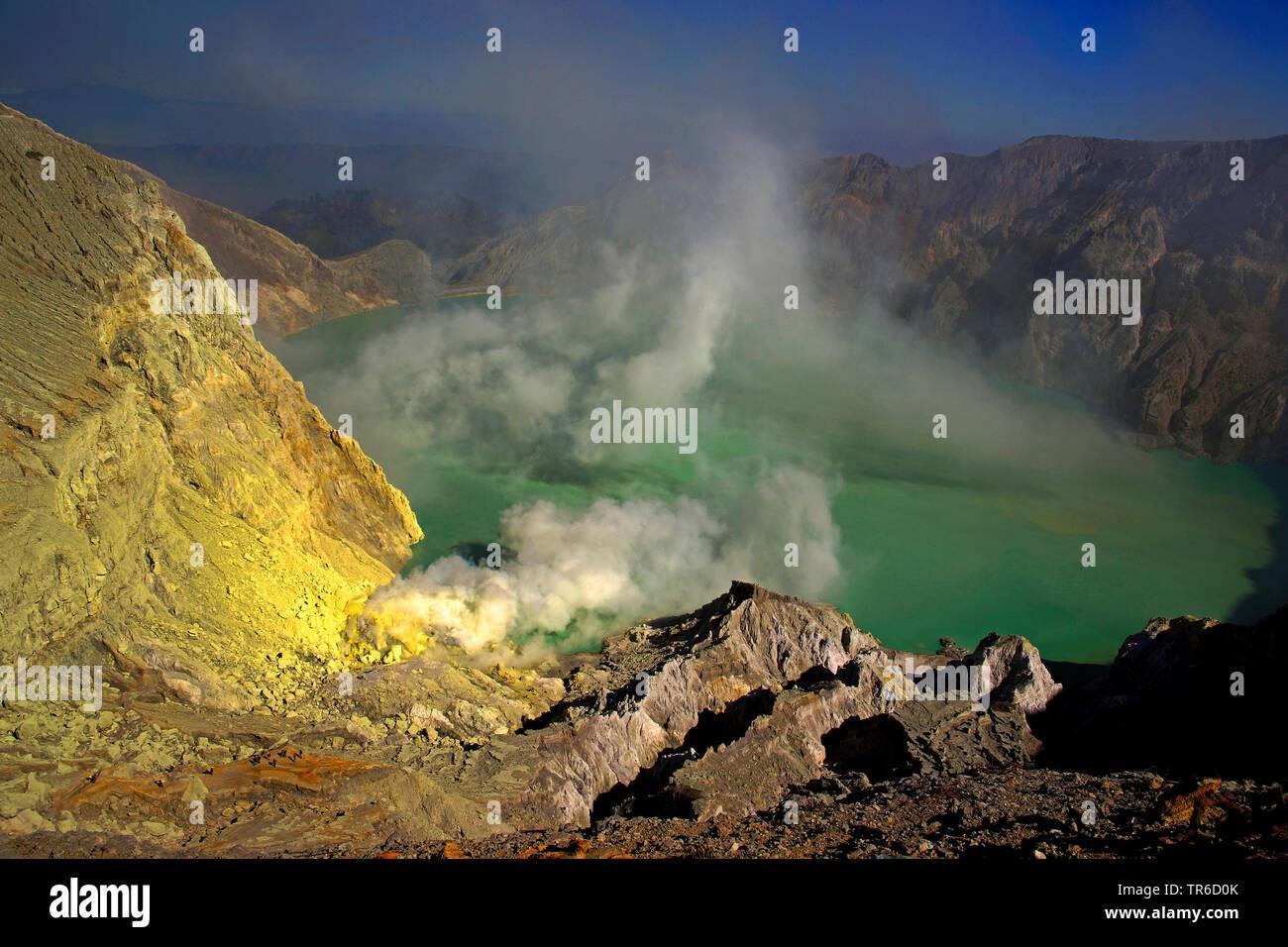 sulfuric lake of Kawah Ijen, Indonesia, Java, Bromo Tengger Semeru National Park - Stock Image