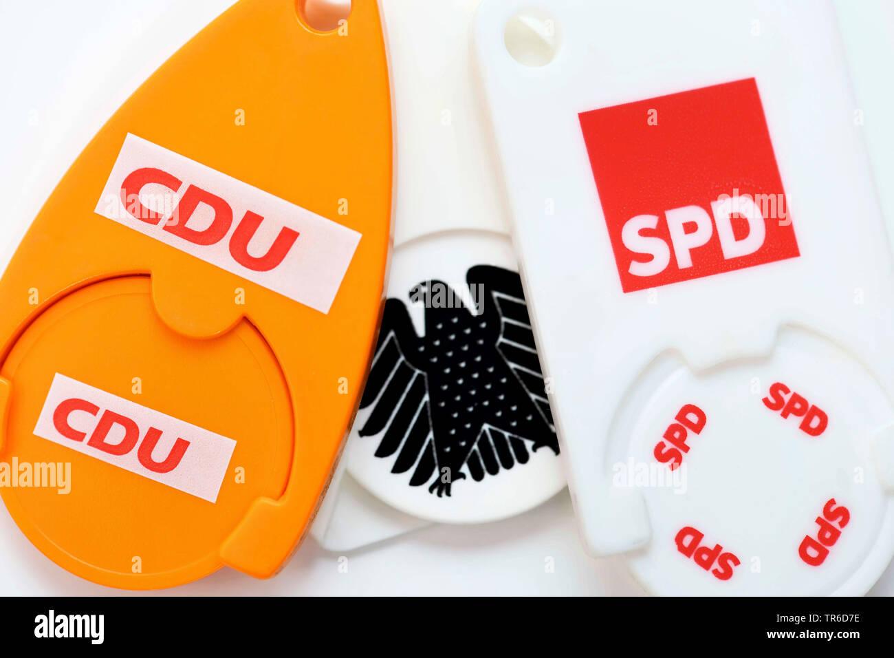 Einkaufschips mit den Logos von CDU und SPD mit Bundesadler, Symbolfoto fuer die Grosse Koalition, Deutschland | chips with the logos of the parties C - Stock Image