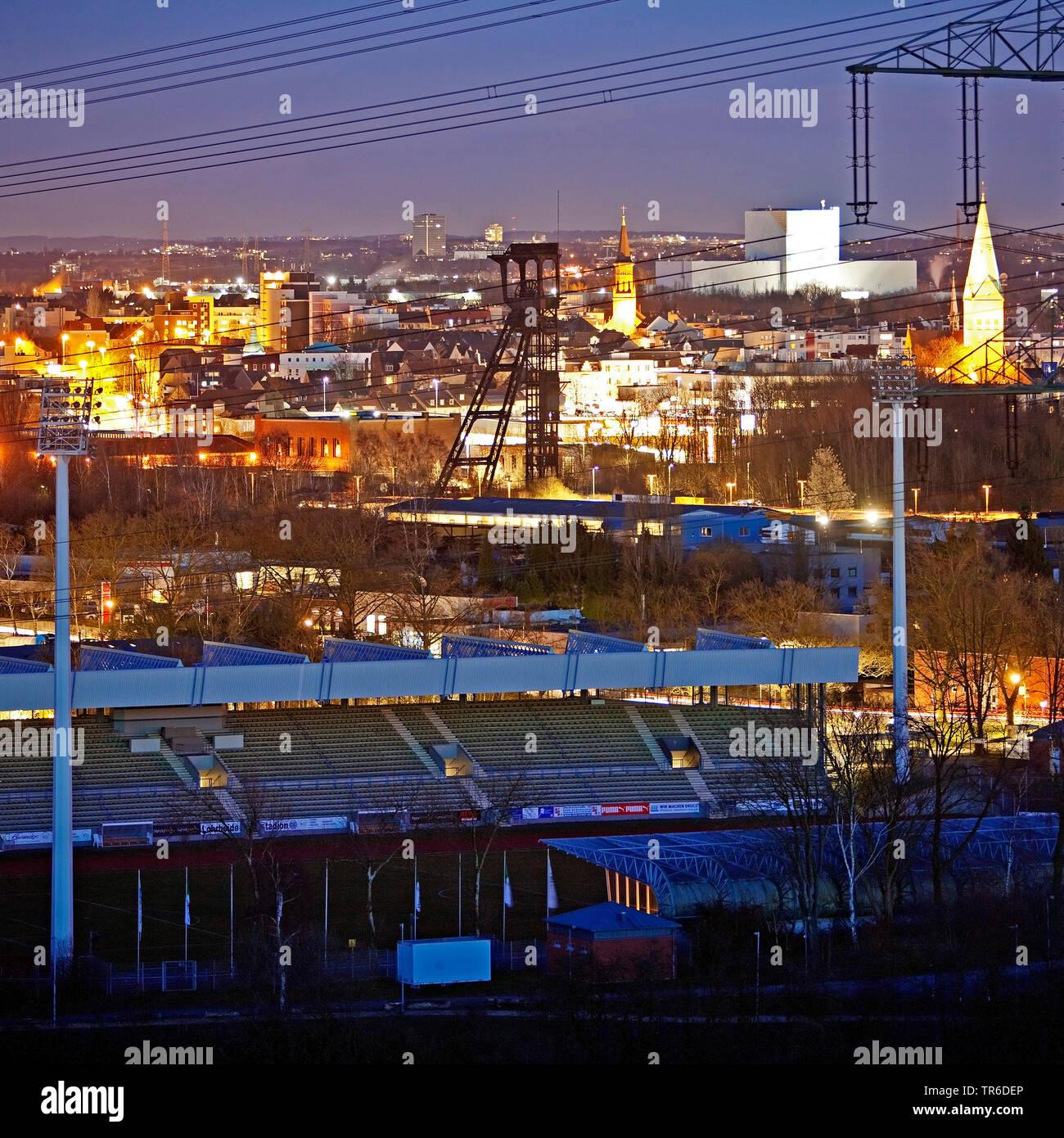 Blick ueber Wattenscheid am Abend, Deutschland, Nordrhein-Westfalen, Ruhrgebiet, Bochum | view of Wattenscheid in the evening, Germany, North Rhine-We - Stock Image