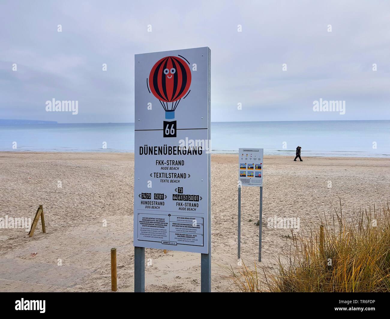 Hinweisschilder fuer FFK- und Hundestrand sowie Baderegeln des DLRG am Nordseestrand, Deutschland, Mecklenburg-Vorpommern, Ruegen | sign fuer dog and - Stock Image