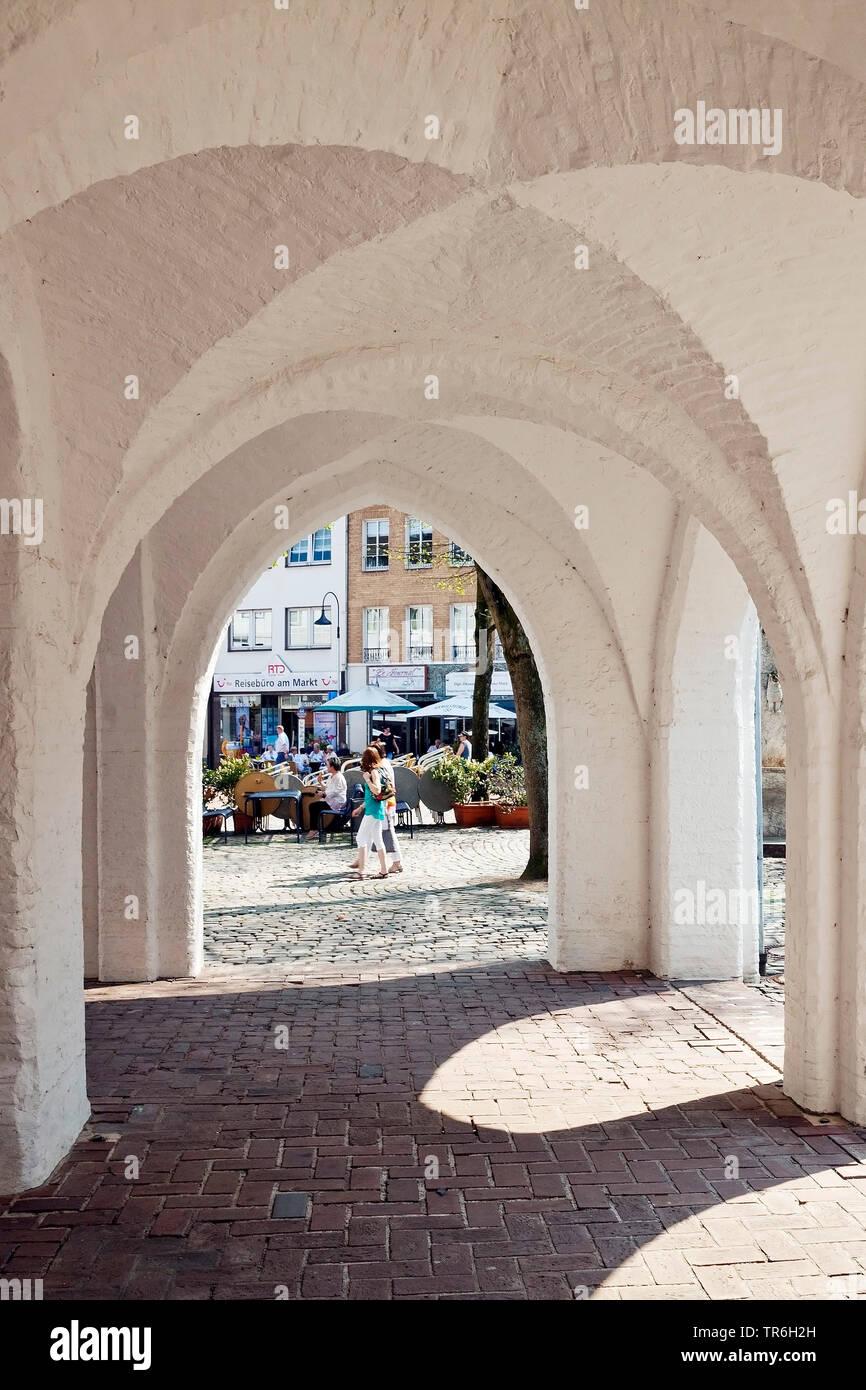 Altes Rathaus, offene Arkaden mit Gewoelbe, Deutschland, Nordrhein-Westfalen, Niederrhein, Erkelenz   arcades of old town hall, Germany, North Rhine-W - Stock Image
