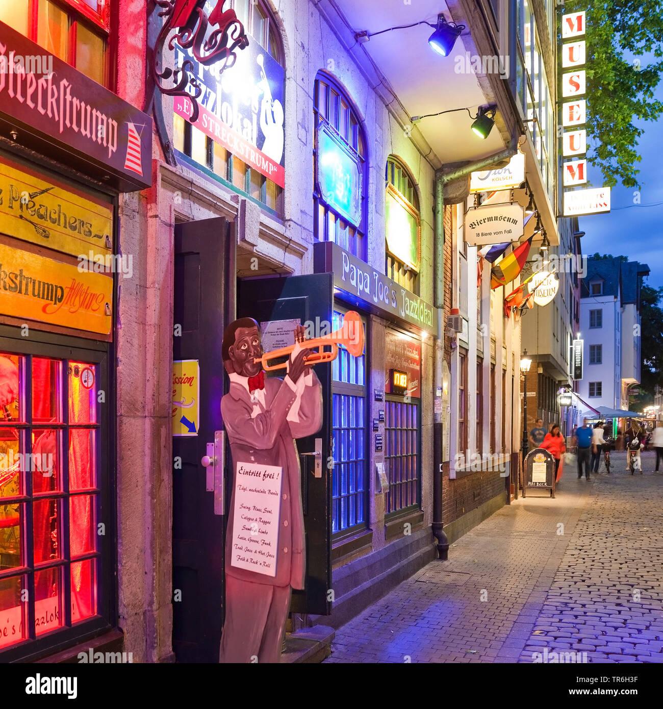 Papa Joe's Jazzlokal, Buttermarkt mit Biermuseum in der Koelner Altstadt, Deutschland, Nordrhein-Westfalen, Koeln | Papa Joe's Jazz Venue, Buttermarkt - Stock Image