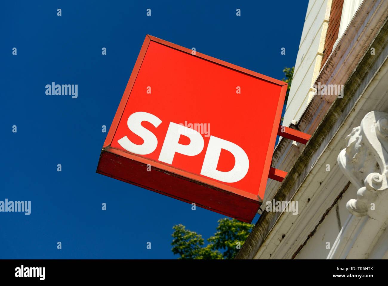 Schild der SPD, Sozialdemokratische Partei Deutschlands, Deutschland | signt of party SPD, Sozialdemokratische Partei Deutschlands, Germany | BLWS4848 - Stock Image