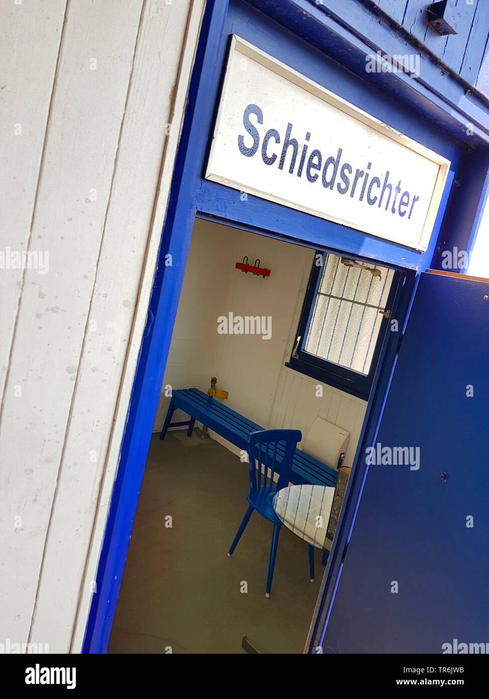 vergitterte, spartanisch eingerichtete Schiedrichterkabine auf einem Fussballplatz, Deutschland | room for a referee at a socker pitch, Germany | BLWS - Stock Image