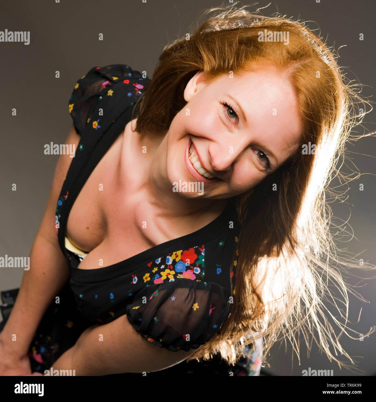 attraktive Frau beim Fotoshooting | attractive woman during a photo shooting | BLWS486018.jpg [ (c) blickwinkel/McPHOTO/M. Begsteiger Tel. +49 (0)2302 - Stock Image