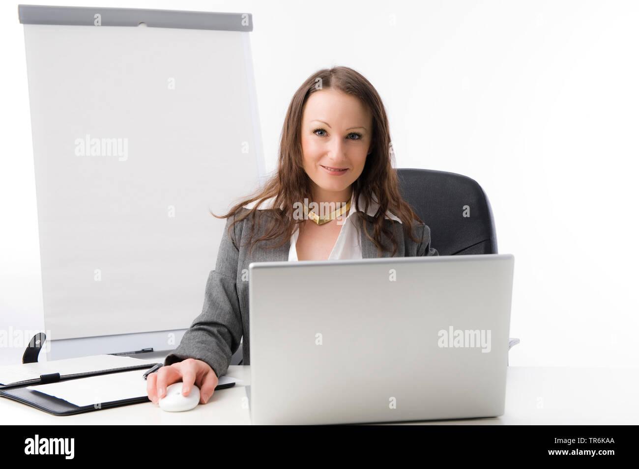 Geschaeftsfrau bei der Arbeit im Buero   business woman at office   BLWS486059.jpg [ (c) blickwinkel/McPHOTO/M. Begsteiger Tel. +49 (0)2302-2793220, E - Stock Image