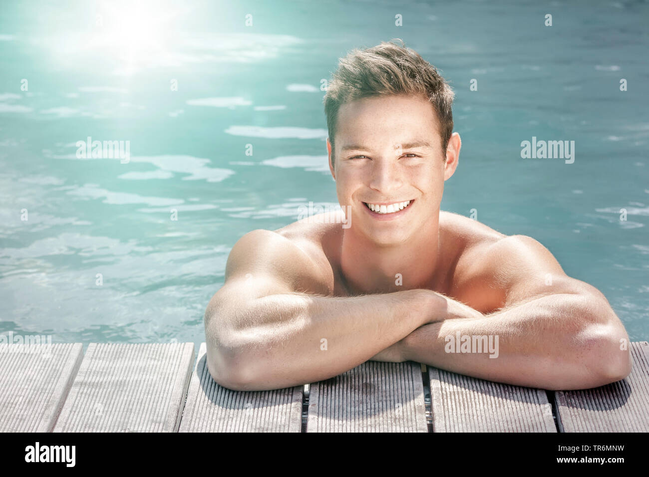 junger Mann am Rand eines Schwimmbeckens, Deutschland | young man in a swimming pool, Germany | BLWS487226.jpg [ (c) blickwinkel/McPHOTO/M. Gann Tel. - Stock Image