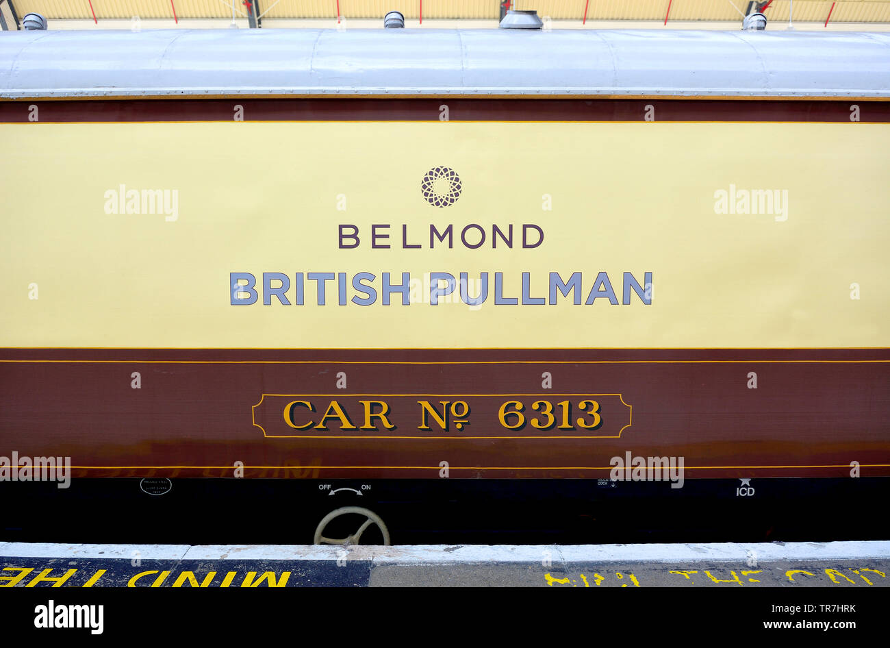 London, England, UK. Pullman carriage of the Venice Simplon Orient Express on the platform at Victoria Station - Stock Image