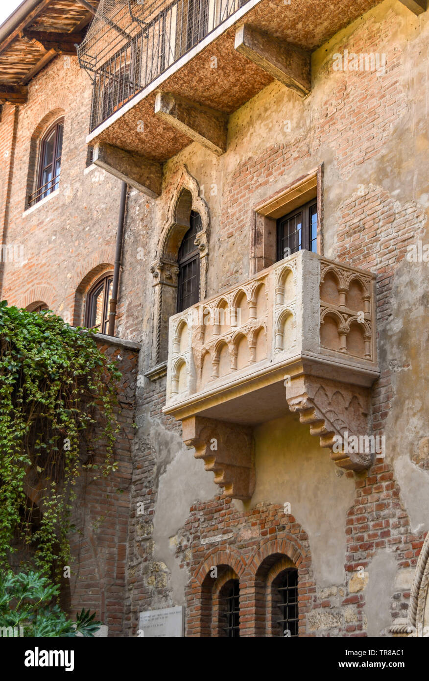 "VERONA, ITALY - SEPTEMBER 2018: Juiet's balcony on the House of Juliet or ""La Casa di Giulietta"", a major tourist attraction in Verona. Stock Photo"