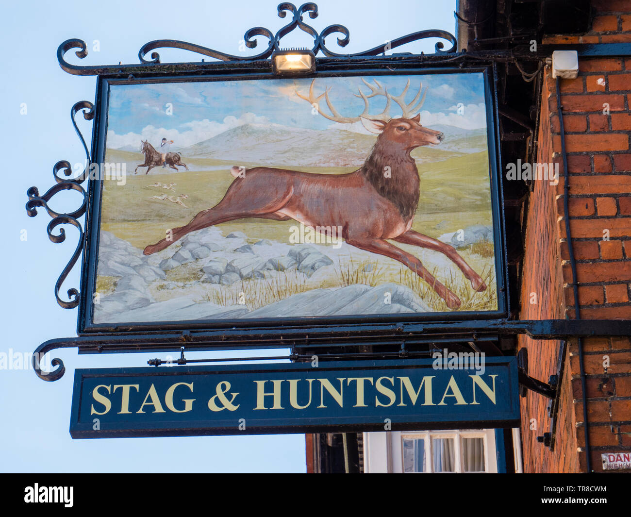 Stag and Huntsman Sign, Pub, Hambleden, Buckinghamshire, England, UK, GB. - Stock Image