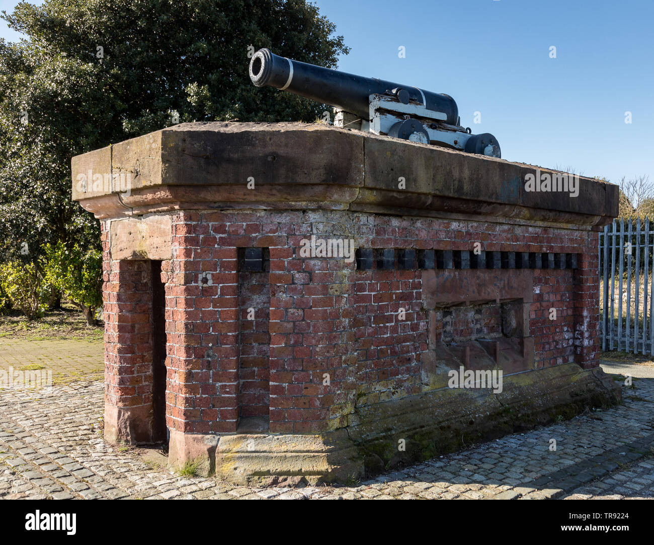 Cannon from the Crimean War as the One o'Clock Gun at Morpeth Dock Wirral April 2019 Stock Photo