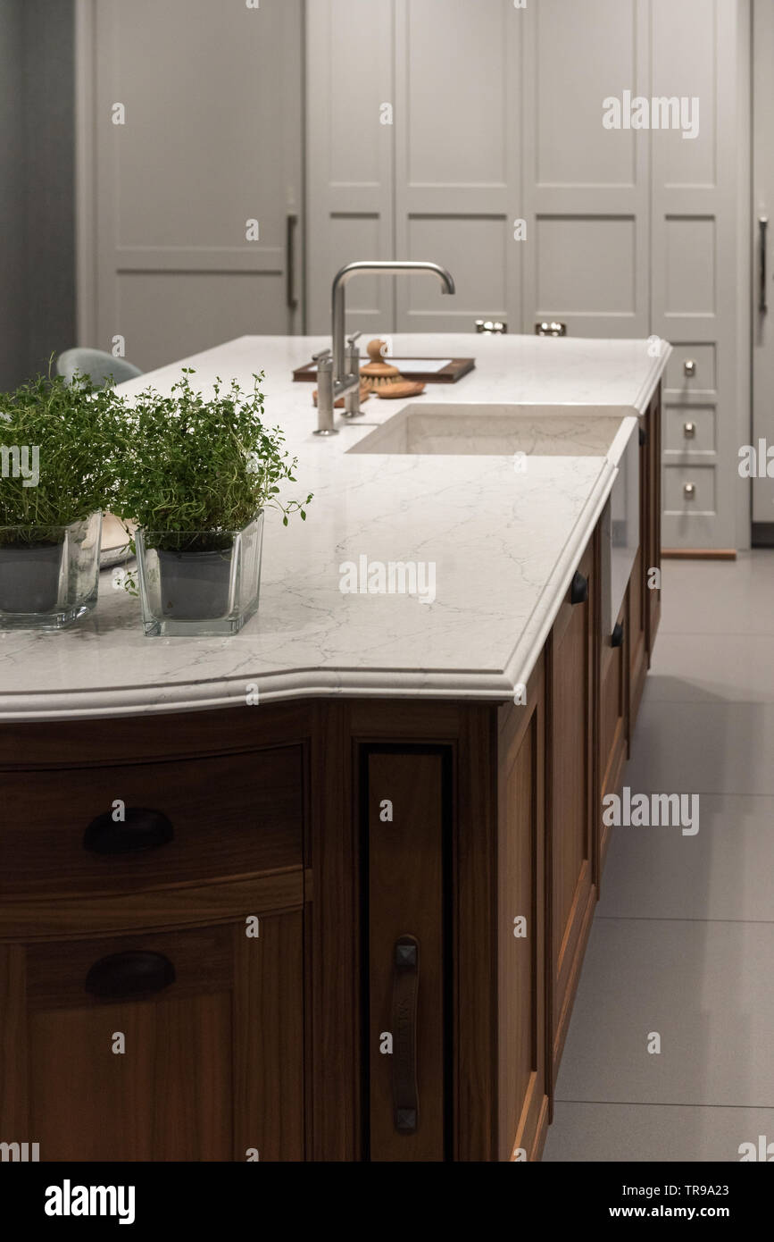 Marble Granite Top Kitchen Island With Sink And Accessories