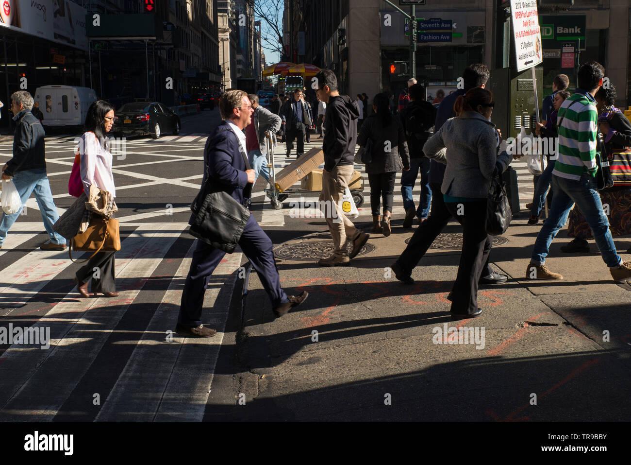 Strassenszene // Street scene // Scène de rue, Manhattan, New-York, USA. - Stock Image