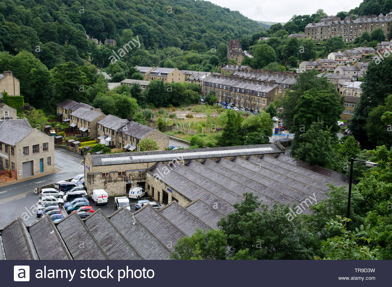 Ex-industrial buildings and housing in Hebden Bridge, West Yorkshire.  The town used to be a centre for the wool trade, weaving and clothing manufactu - Stock Image