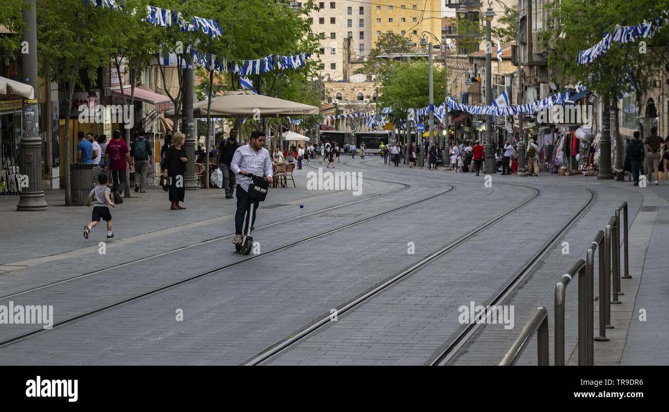 Life is a game - even on the main street in Jerusalem - Stock Image