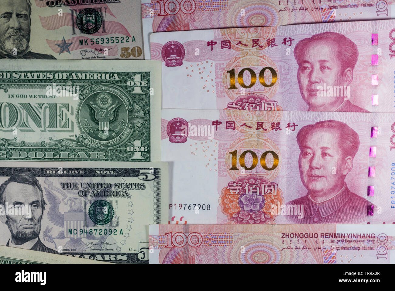 US and China trading currencies - Stock Image