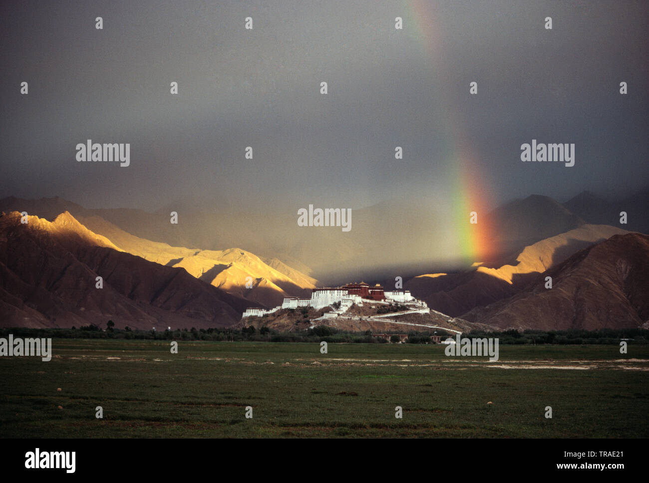 China. Tibet. Lhasa. Potala Palace and rainbow over mountains. - Stock Image