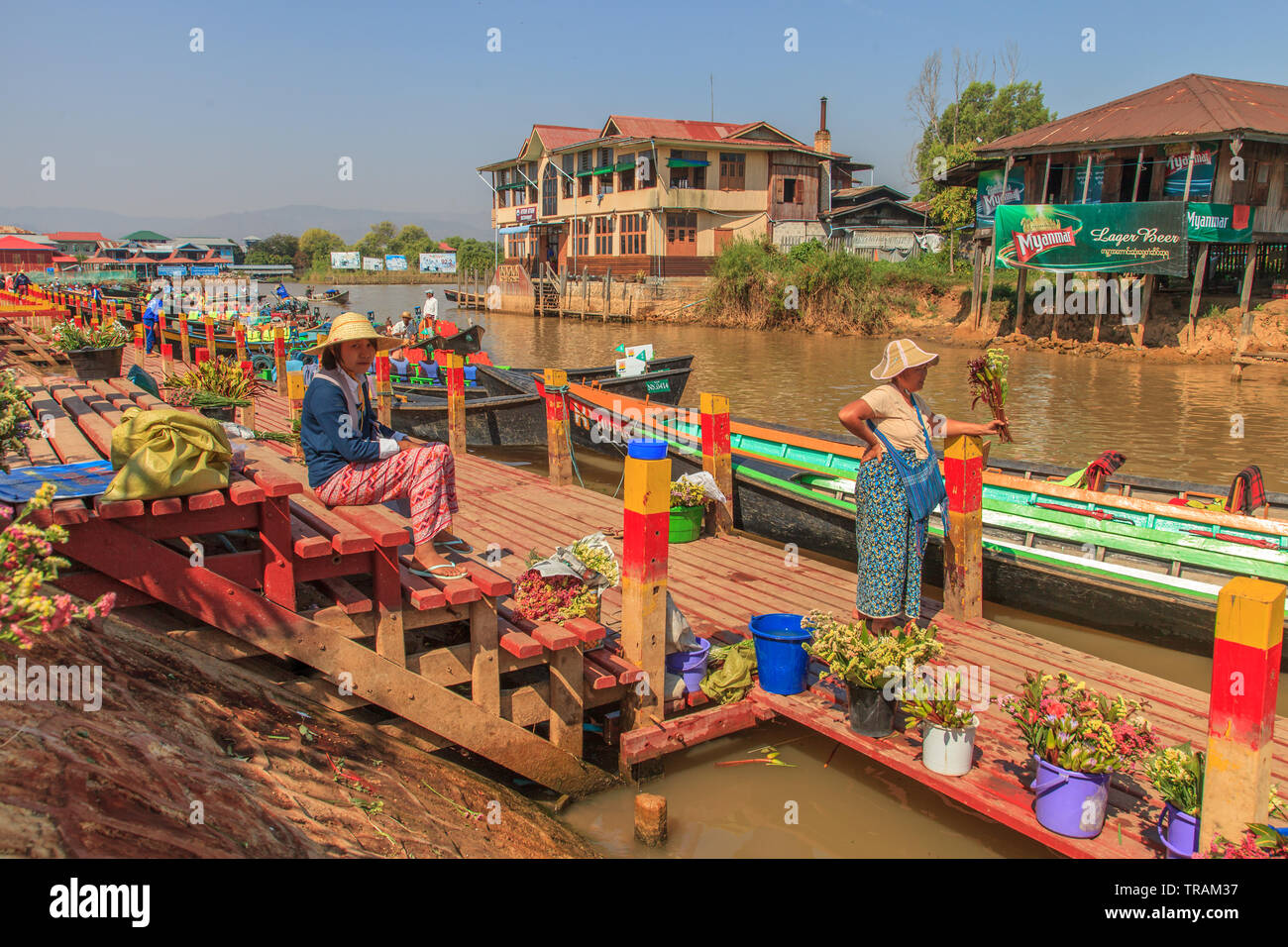 Flower sellers at the temple entrance, Inle Lake Myanmar - Stock Image