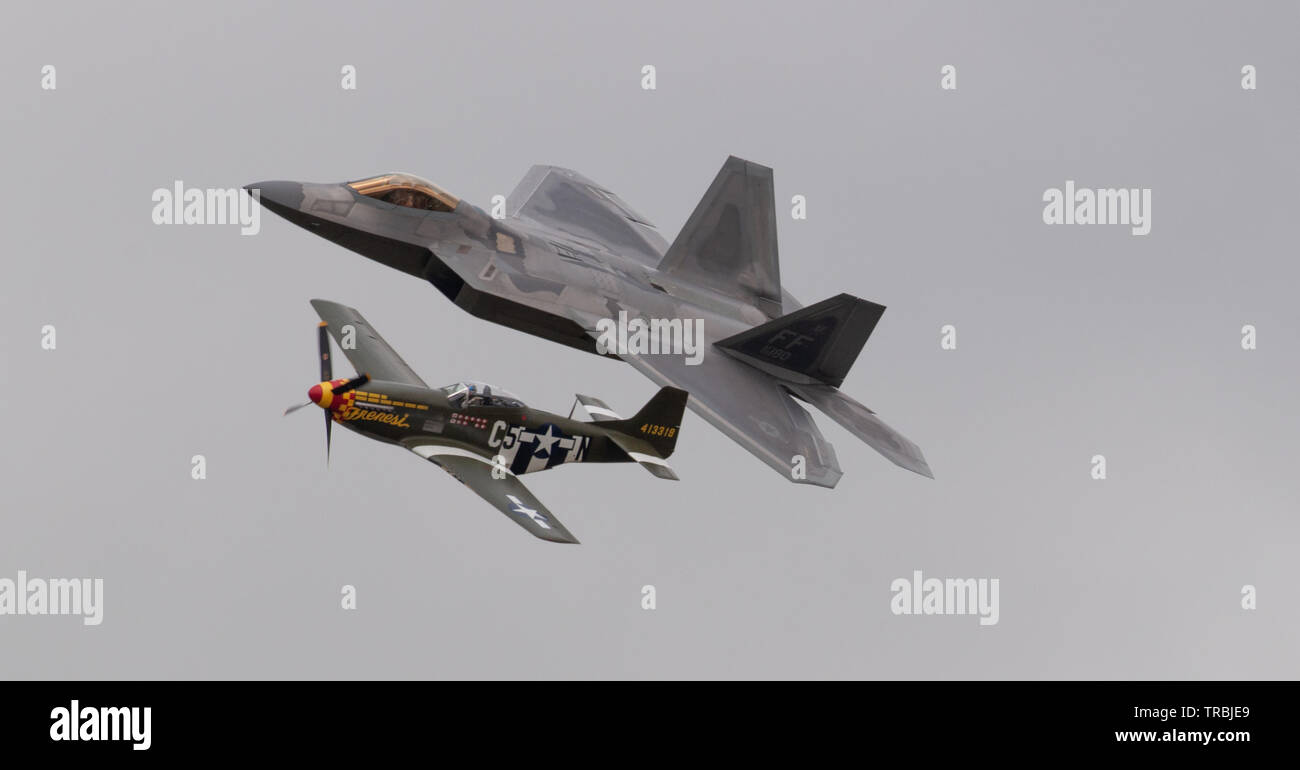 USAF Heritage Flight, Lockheed Martin F-22A Raptor and USAF and North American F-6K Mustang - Stock Image