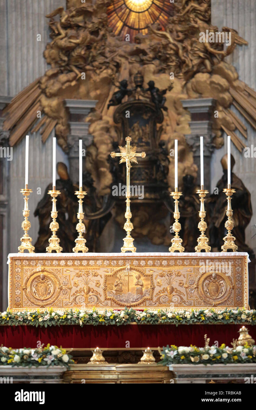 The Papal Altar. Interior of St. Peter's Basilica. Rome. Italie. - Stock Image