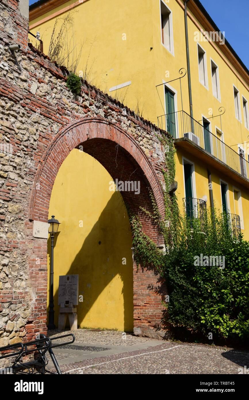 Brick arch leading to giardino salvi, Vicenza - Stock Image