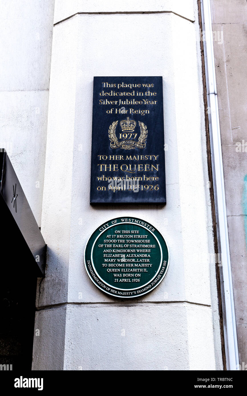 Green Diamond Jubilee plaque and Silver Jubilee plaque on the facade of Queen Elizabeth's II birthplace, London, UK - Stock Image