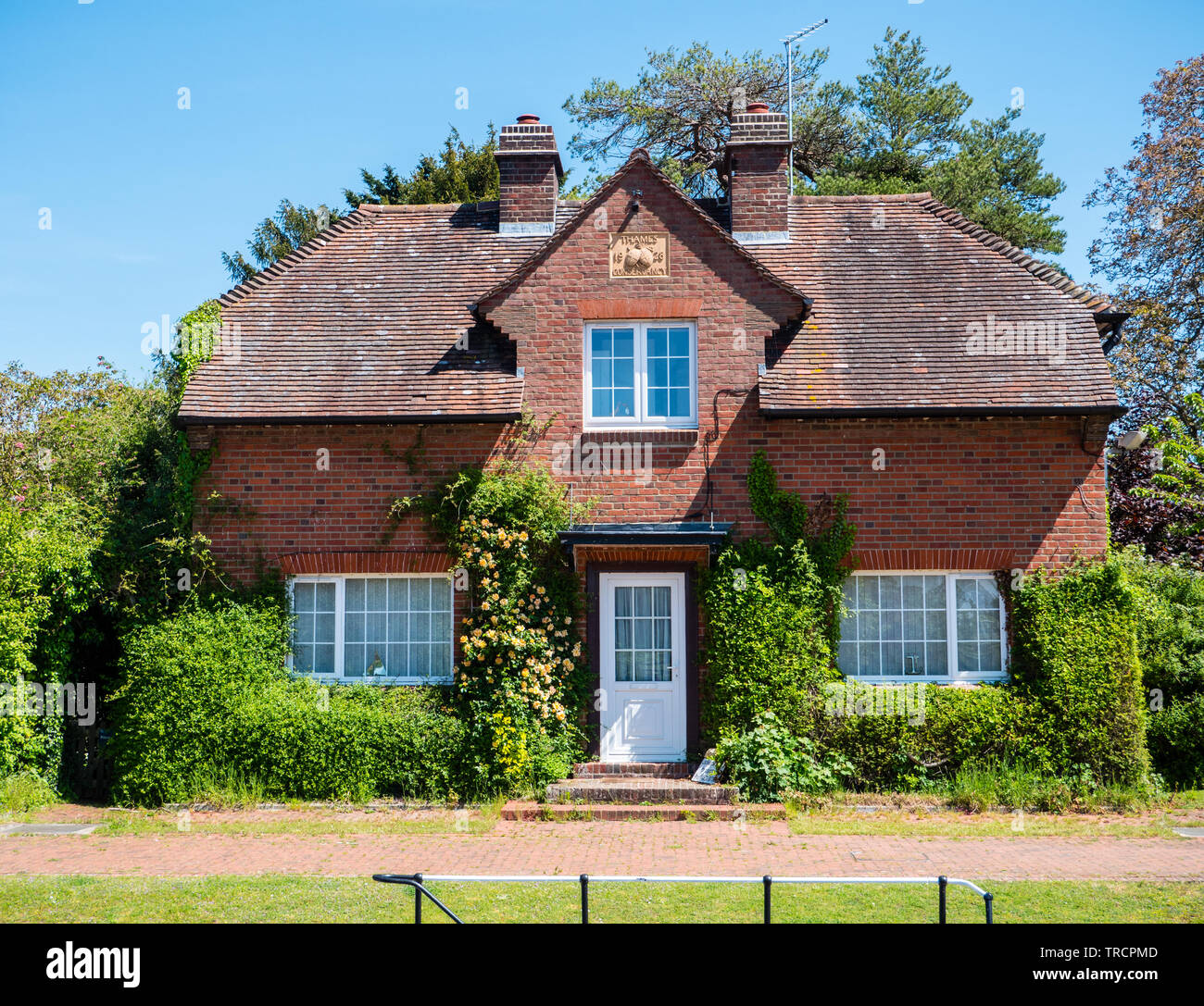 Hambleden Lock House, River Thames, Berkshire, England, UK, GB. - Stock Image