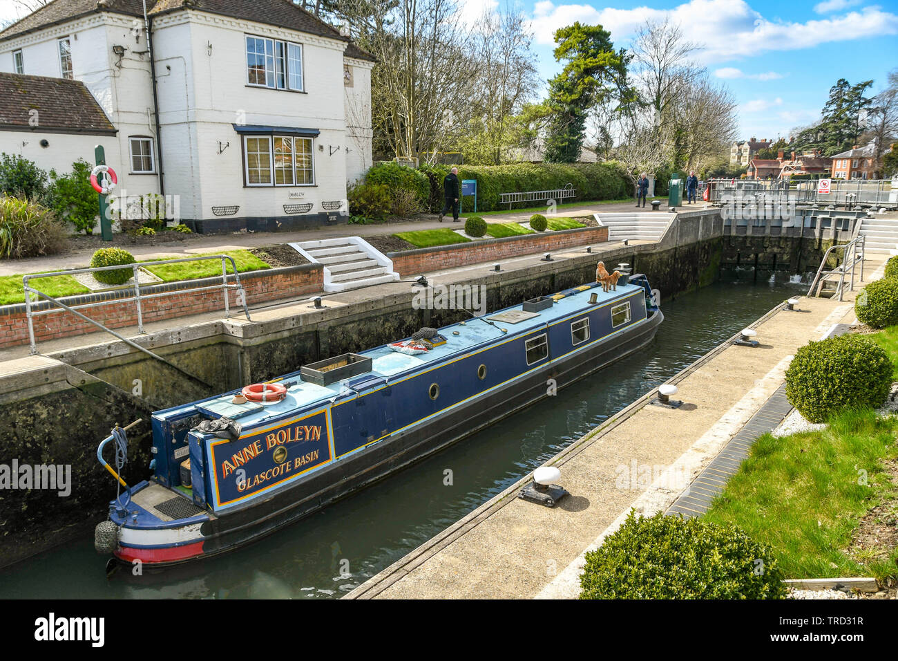 MARLOW, ENGLAND - MARCH 2019: Narrow boat in the lock on the River Thames in Marlow Stock Photo