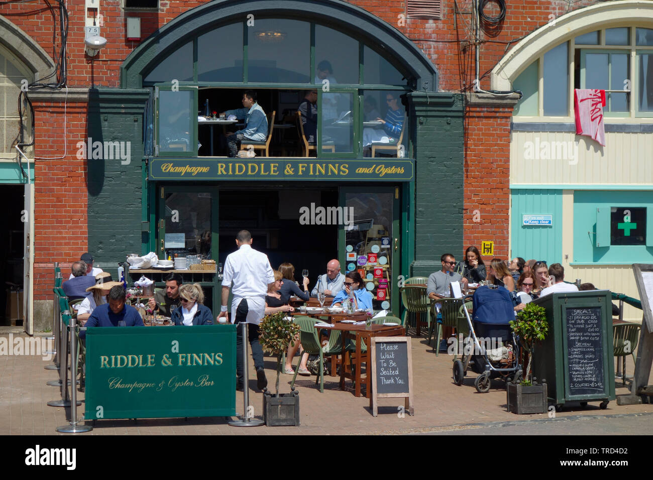 Riddle and Finns Champagne and Oyster Bar on Brighton seafront. Stock Photo