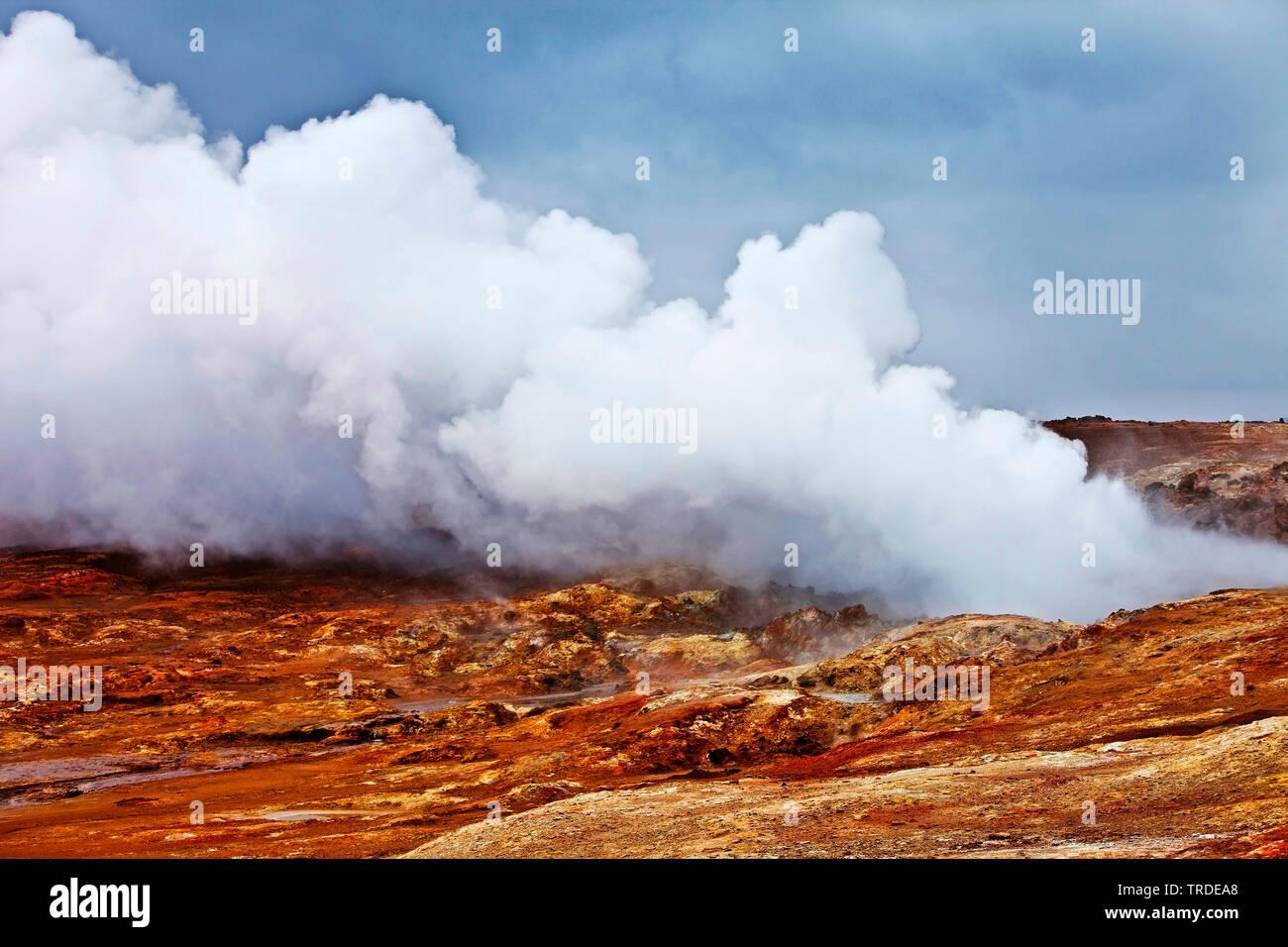 Wasserdampf im Hochtemperaturgebiet Gunnuhver, Island, Reykjanes-Halbinsel   steam clouds of high-temperature area Gunnuhver, Iceland, Reykjanes Penin - Stock Image