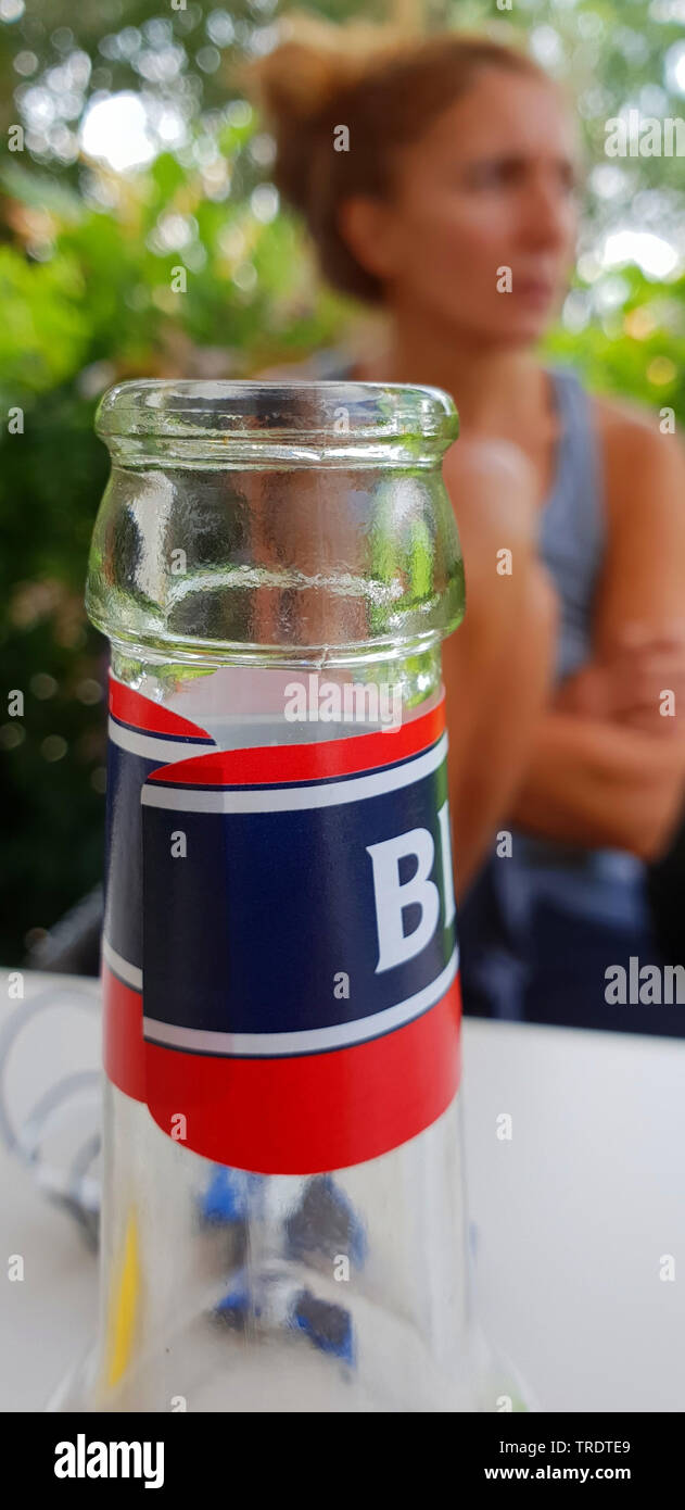 Flaschenhals, Frau im Hintergrund, Deutschland | bottleneck, woman in background, Germany | BLWS510150.jpg [ (c) blickwinkel/fotototo Tel. +49 (0)2302 - Stock Image