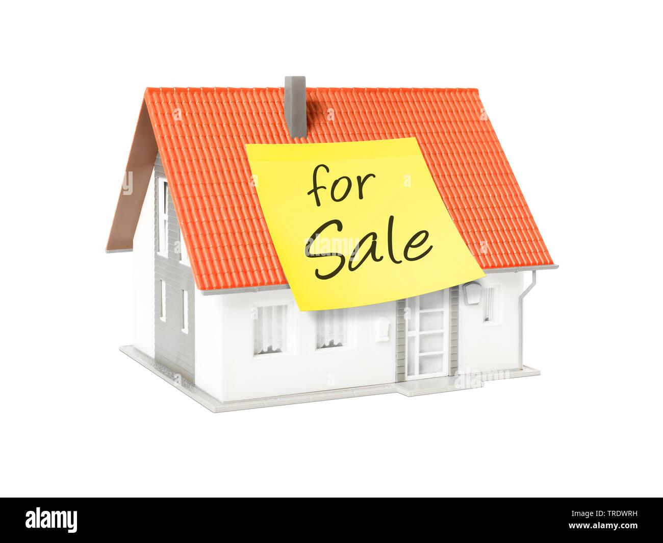 3D-Computergrafik, Alleinstehendes Einfamilienhaus mit gelbem Klebezettel mit der Aufschrift FOR SALE (zu verkaufen) | 3D computer graphic, freestandi - Stock Image