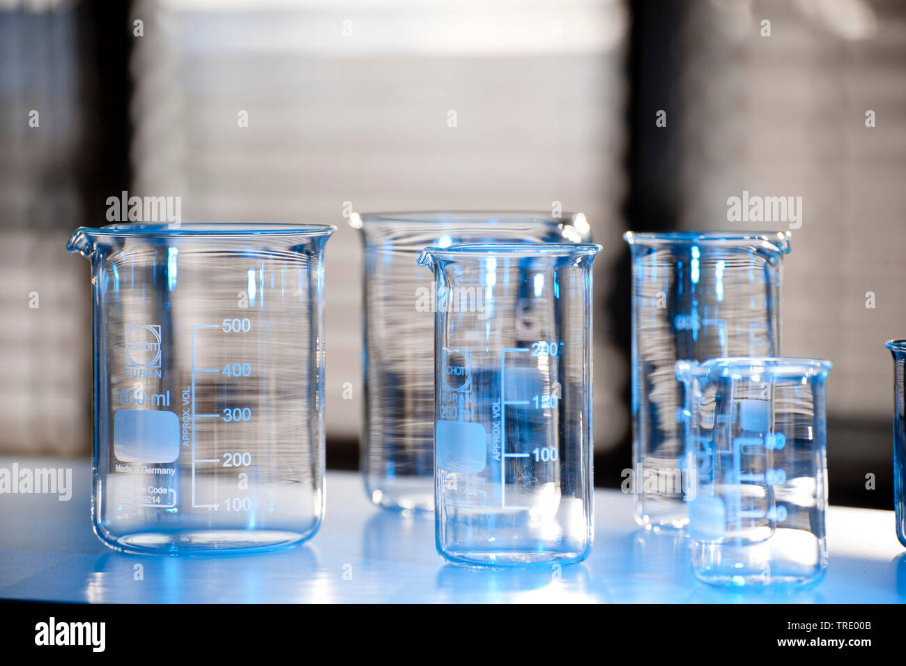 Detail serveral empty beaker glasses in different sizes on a bench Stock Photo