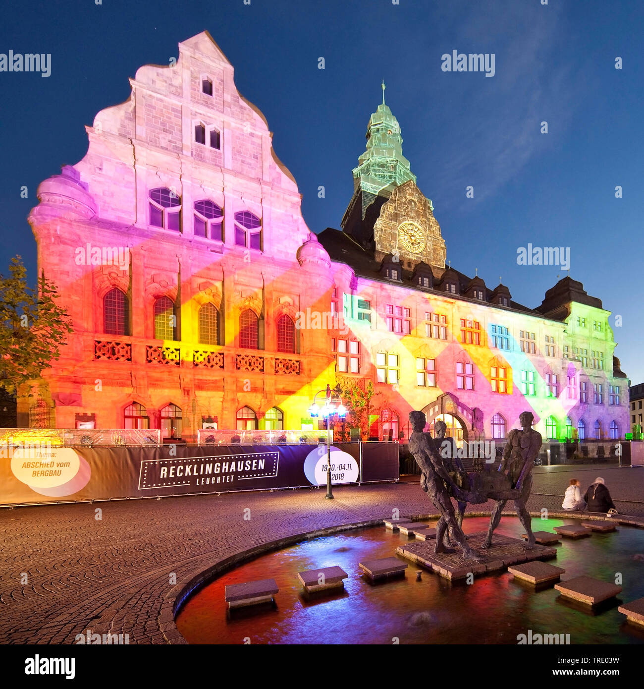 Illuminiertes Rathaus bei der Veranstaltung Recklinghausen leuchtet, Deutschland, Nordrhein-Westfalen, Ruhrgebiet, Recklinghausen   illuminated town h - Stock Image