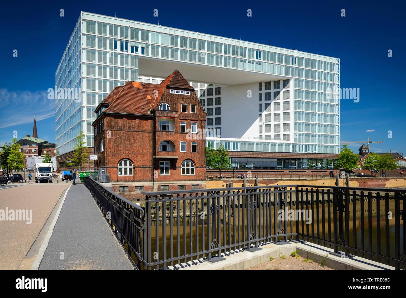 Ericus-Contor und altes Backsteingebaeude in der Hafencity, Bundesrepublik Deutschland, Hamburg | Ericus-Contor und old brick-linedin in the Hafencity - Stock Image
