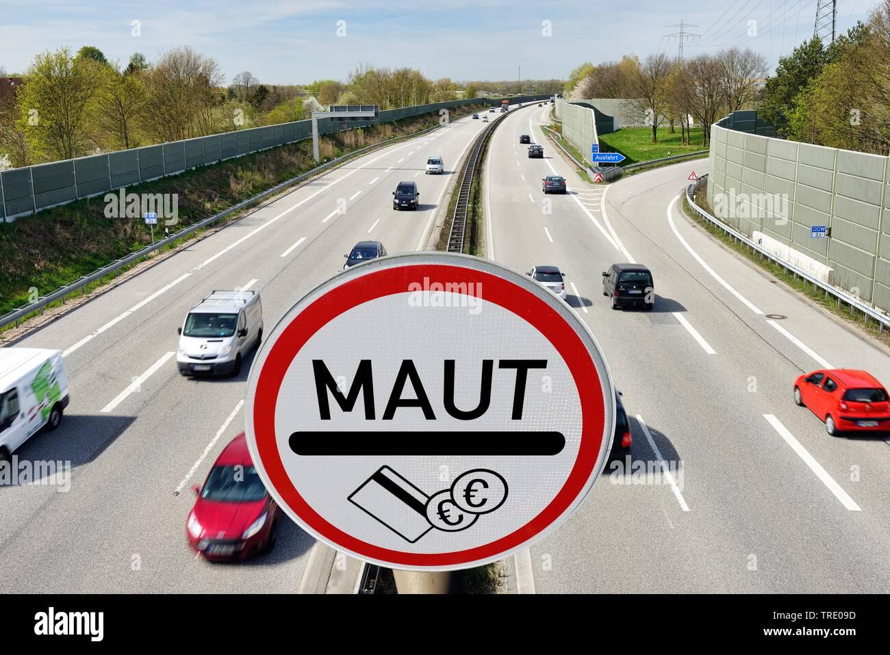Autobahn mit Verbotsschild PKW-MAUT im Vordergrund, Deutschland | Highway with prohibition sign PKW MAUT (road toll) in the foreground, Germany | BLWS - Stock Image