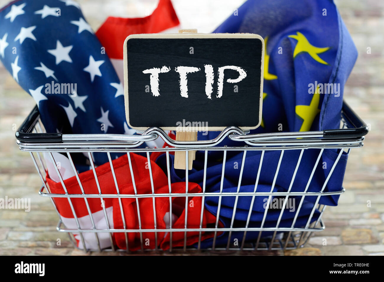 USA- und Europaflagge als Symbol fuer das TTIP-Freihandelsabkommen, Deutschland | US and European Union flags symbolizing the TTIP Trade Agreement, Ge - Stock Image